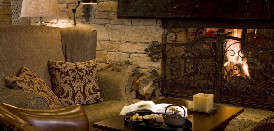 Hotel Berghof, Lech, Austria - bar lounge interior.jpg